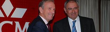 El rector y el director general del Grupo CCM tras la firma del acuerdo.