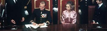 Sanción a la Constitución por el Rey Don Juan Carlos el 27-12-1978. Imagen Casa Real.