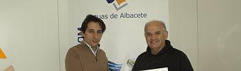 Reunión que han mantenido el presidente de la FAVA, José Reina, y el director gerente de Aguas de Albacete, Pepe Belda.