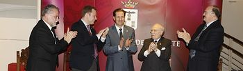 reconocimiento a Carlos Val-Carreres y Mariano de la Viña.