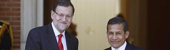 El presidente del Gobierno, Mariano Rajoy, junto al presidente de Perú, Ollanta Humala, en las escalinatas del Palacio de La Moncloa.