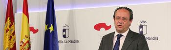 El consejero de Hacienda y Administraciones Públicas, Juan Alfonso Ruiz Molina durante la rueda de prensa. (Foto: Álvaro Ruiz // JCCM)
