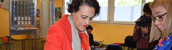 Magdalena Valerio ejerciendo su derecho al voto. 28A