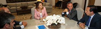 Cospedal con los presidentes de SOLIMAT y FREMAP. Foto: JCCM.