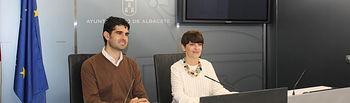 La concejala de Cementerios, Ana Albaladejo, y el responsable de Movilidad Urbana, José González.