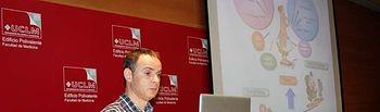 El investigador Josep A. Villena, al inicio de la ponencia.