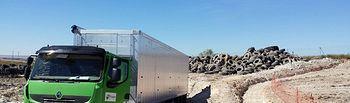 El Gobierno de Castilla-La Mancha comienza la retirada de los neumáticos indemnes tras el incendio del vertedero de Seseña. Foto: JCCM.