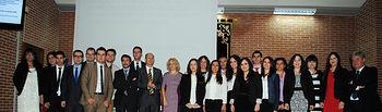 Fotografía de grupo de los alumnos que han finalizado la decimoséptima