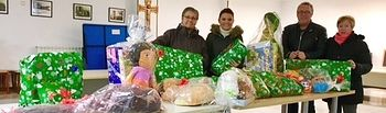 El PP de Villanueva entrega   juguetes y alimentos a Cáritas de la localidad.