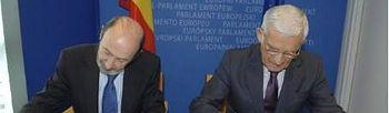 El ministro del Interior español, Alfredo Pérez Rubalcaba, y el presidente del Parlamento Europeo, Jerzy Buzek. Parlamento Europeo
