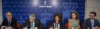 Aurelia Sánchez en la firma del convenio Plena inclusión CLM. Foto: JCCM.