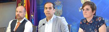 Alejandro Ruiz (Cs), Daniel Jiménez (PSOE) ySusana Martínez (Ahora GU).