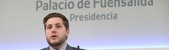 El portavoz del Gobierno regional, Nacho Hernando, ofrece una rueda de prensa, en el Palacio de Fuensalida, en la que informa de los acuerdos del Consejo de Gobierno. (Fotos: Ignacio López // JCCM)