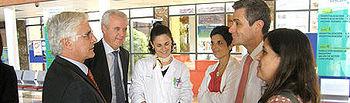 El Hospital General La Mancha Centro pone a disposición de los pacientes oncológicos un nuevo recurso para su tratamiento. Barreda comparte impresiones sobre esta técnica con los doctores Carlos Moreno y Ana Pascual.
