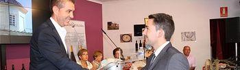 La historia y costumbres de Alborea destacan en el estand ferial de Diputación