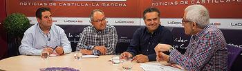 De izquierda a derecha: Luis Zornoza, presidente de la cooperativa San José de Ontur; Francisco José Mansilla, vicepresidente de la cooperativa San Isidro de Albatana y, además, alcalde de ese municipio; Manuel Miranda, director provincial de Agricultura, Medio Ambiente y Desarrollo Rural de la Junta de Comunidades de Castilla-La Mancha en la provincia de Albacete; y Manuel Lozano, director del Grupo Multimedia de Comunicación La Cerca.