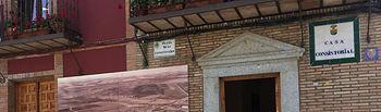 Exposición de fotografías antiguas de Burguillos de Toledo instaladas en las fachadas de los edificios municipales de la localidad.