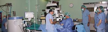 El servicio de Oftalmología del Hospital de Cuenca realiza por primera vez la implantación de anillos intracorneales para  tratamiento del queratocono
