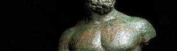 Imagen de un Hércules de bronce encontrado durante unas obras ejecutadas en Talavera de la Reina (Toledo) en 1996 que será desde mañana la 'Pieza del Trimestre' del Museo de Santa Cruz de Toledo. Es la primera vez que el público toledano tiene la oportunidad de ver esta obra restaurada que representa a un personaje masculino, desnudo y de caracteres atléticos.