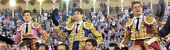 El Juli, López Simón y José Garrido saliendo por la puerta grande de la plaza de toros de Albacete - Corrida 17-09-15