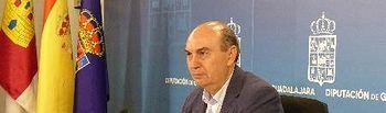 José Manuel Latre durante la rueda de prensa