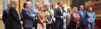 Senadores PSOE con Ander Gil.