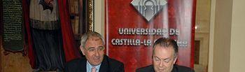 El rector y el vicerrector de investigación, durante la rueda de prensa