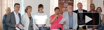 María Gil participa en la presentación del calendario y el vino de honor de AMAC en Feria.