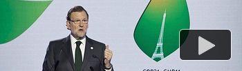 El presidente del Gobierno, Mariano Rajoy, durante la rueda de prensa ofrecida en la Conferencia sobre Cambio Climático celebrada en París. Pool Moncloa / Diego Crespo