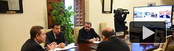 El jefe del Ejecutivo de Castilla-La Mancha, Emiliano García-Page, mantiene una reunión, por videoconferencia, con representantes de sindicatos agrarios de la Comunidad Autónoma. (Fotos: José Ramón Márquez // JCCM).