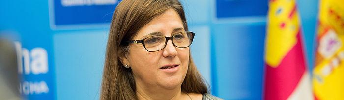 La directora gerente del SESCAM, Regina Leal, informando de la evolución de las listas de espera en el mes de noviembre. Foto: JCCM.