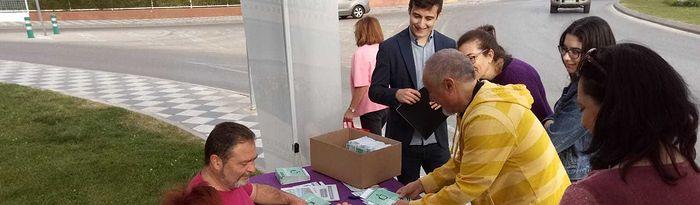 La confluencia de Podemos, Equo e independientes ha visitado el barrio de Siglo XXI