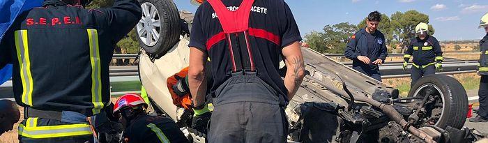 Efectivos del SEPEI y de los bomberos de Albacete intervienen en accidente de tráfico producido en el km 103 de la A31.