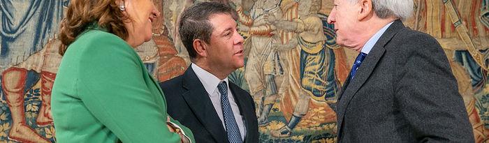 El presidente regional, Emiliano García-Page, informa, en el Palacio de Fuensalida, en Toledo, sobre el convenio para la celebración de la exposición 'Burgos-Toledo. Orígenes de España'. (Fotos: A. Pérez Herrera // JCCM).