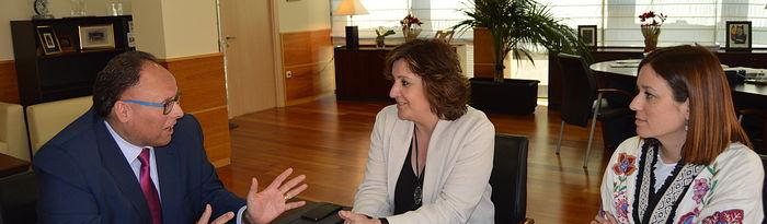 La consejera de Economía, Patricia Franco, mantiene un encuentro con el director de Relaciones Externas de Mercadona para Albacete y Ciudad Real, José Ruiz Martínez.