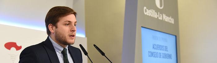 El portavoz del Gobierno regional, Nacho Hernando, informa, en el Palacio de Fuensalida, de los acuerdos del Consejo de Gobierno. (Fotos: José Ramón Márquez//JCCM)