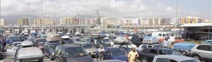 Coches en el Paso del estrecho, Algeciras. (Foto de archivo)