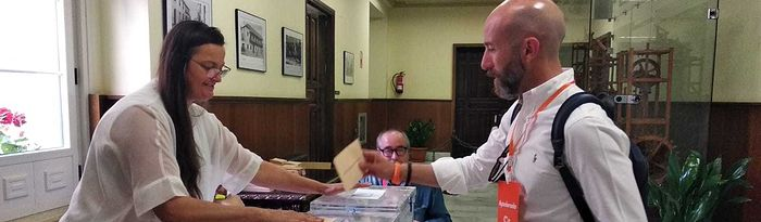 David Muñoz votando. 26M.
