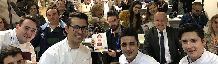 Lleno total en el stand de Castilla La Mancha en la presentación del Ajo Morado de Las Pedroñeras.