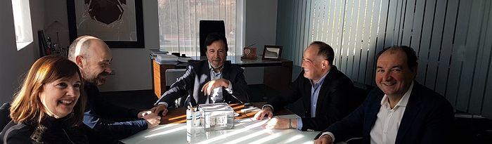 El candidato socialista a la Alcadía, Emilio Sáez, mantiene una reunión con FEDA.
