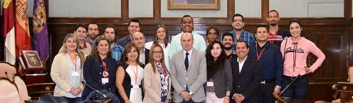 Unversitarios hispanoamericanos visitan la Diputación de Guadalajara.