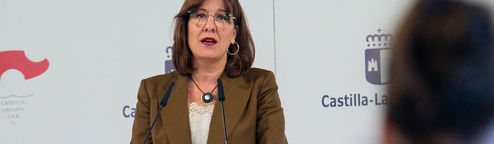La consejera de Igualdad y portavoz del Gobierno regional, Blanca Fernández, comparece en rueda de prensa, en el Palacio de Fuensalida, para informar sobre los acuerdos del Consejo de Gobierno. (Fotos: A. Pérez Herrera // JCCM).