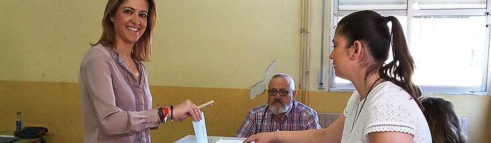 Cristina Maestre vota en Daimiel. 26M.
