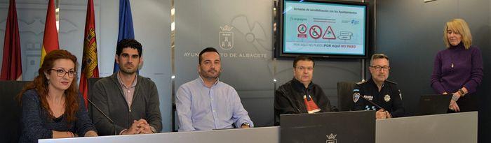 El Ayuntamiento de Albacete se suma a la Campaña 'Por aquí no puedo, por aquí no paso', impulsada por Aspaym.
