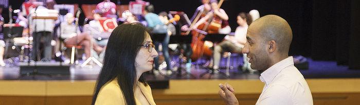 Presentación de acuerdo con la orquesta y coro ciudad de Guadalajara