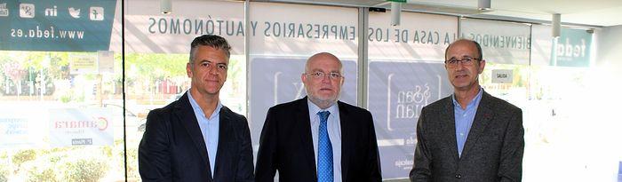 Encuentro que ha mantenido con empresarios, en la sede de la Confederación Empresarial de Albacete (FEDA).