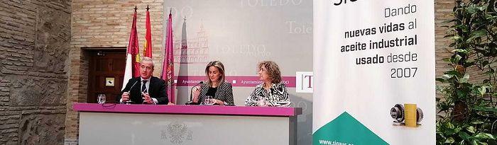 Firma de un convenio de colaboración con el director general de Sigaus, Eduardo de Lecea.
