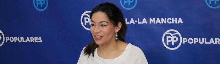 Claudia Alonso en rueda de prensa en las Cortes de CLM