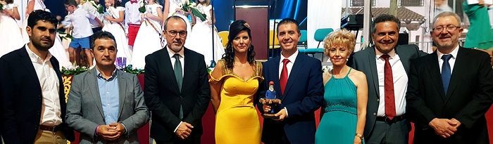 Santiago Cabañero asiste al Pregón y al primer Toro de Fuego de Interés Turístico Regional de las Fiestas de Barrax 2018