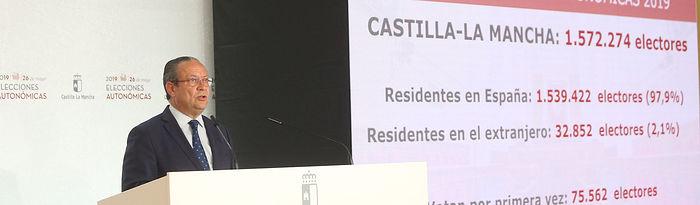 Toledo, 25 de mayo de 2019.- El consejero de Hacienda y Administraciones Públicas, Juan Alfonso Ruiz Molina, ofrece una conferencia de prensa para presentar el dispositivo previsto para la celebración de las elecciones a las Cortes de Castilla-La Mancha, en la Escuela de Administración Regional. (Foto: Álvaro Ruiz // JCCM)